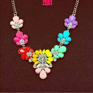NWT 💖 Betsey Johnson Rhinestone Flower Necklace